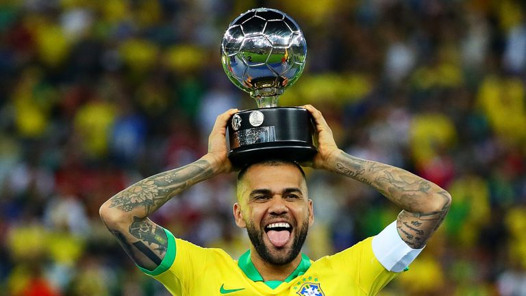 Dani Alves moves on Free Transfer to Sao Paulo